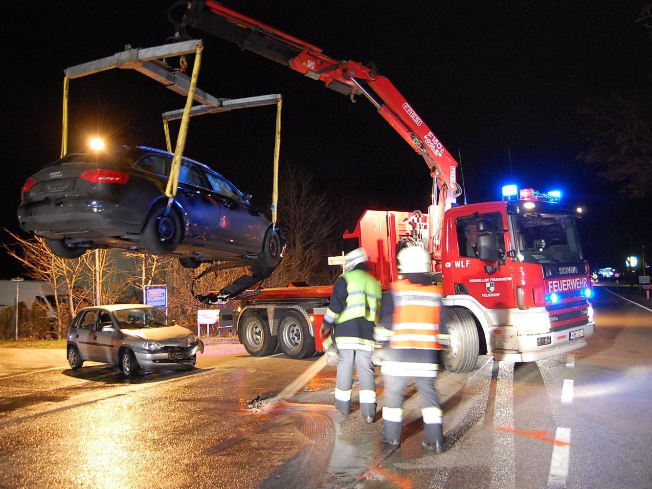 Missachteter Vorrang forderte zwei Verletzte und zwei schwer beschädigte Autos.
