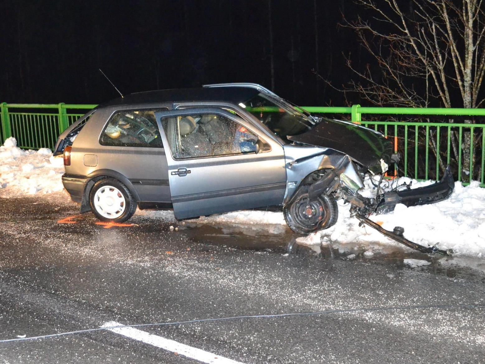 Zu einem schweren Verkehrsunfall kam es bei Neunkirchen/NÖ