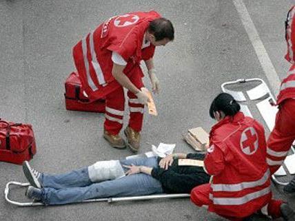 Die Polizisten handelten richtig - sie leisteten Erste Hilfe bis zum Eintreffen der Rettung