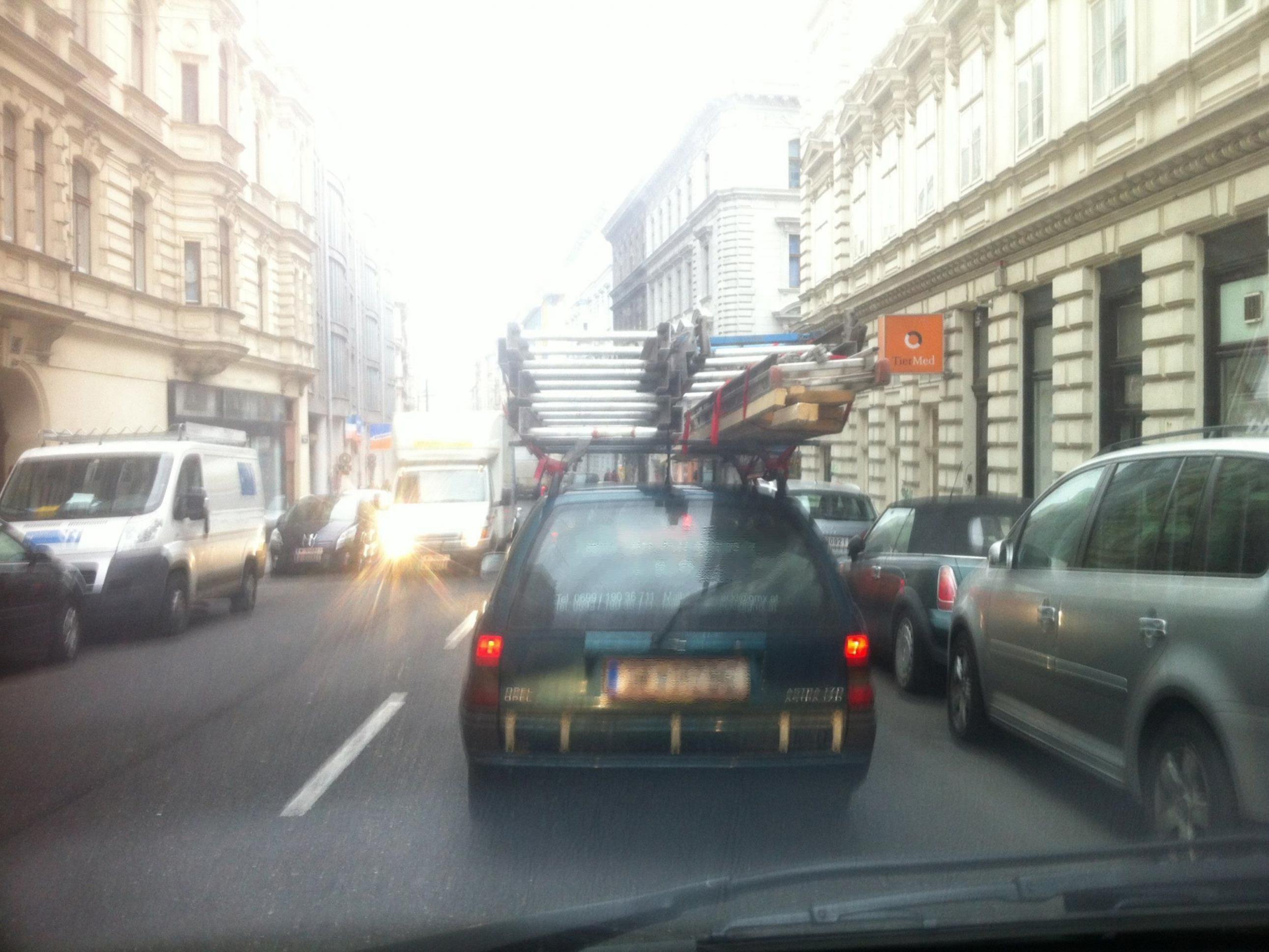 Autsch. Das ist nicht gut für's Autodach.