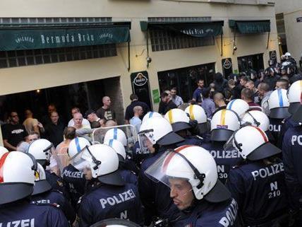 Immer wieder kommt es vor Fußballspielen in der Wiener Innenstadt zu Ausschreitungen
