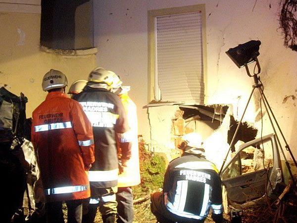 In Obritz krachte ein Pkw in ein Haus- der Unfall forderte ein Todesopfer