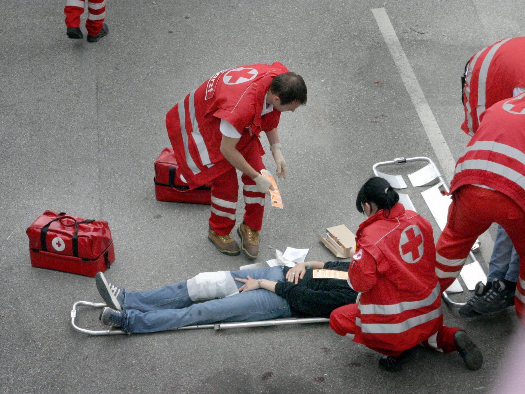 Die Polizisten retteten dem Mann das Leben, die Versorgung übernahm dann die Rettung.