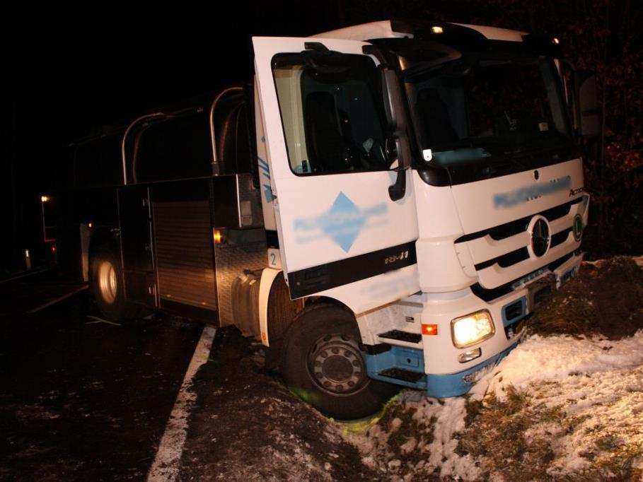Der Lenker des Milchtransporters musste nießen und verriss dadurch sein Fahrzeug.