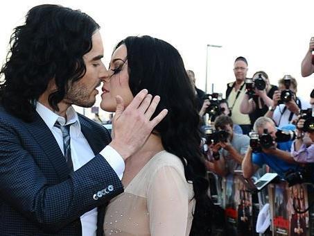 Katy Perry und Russel Brand lassen sich nach nur 14 Monaten Ehe scheiden.