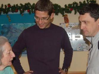 Weihnachtsfreude von Managern für Senioren