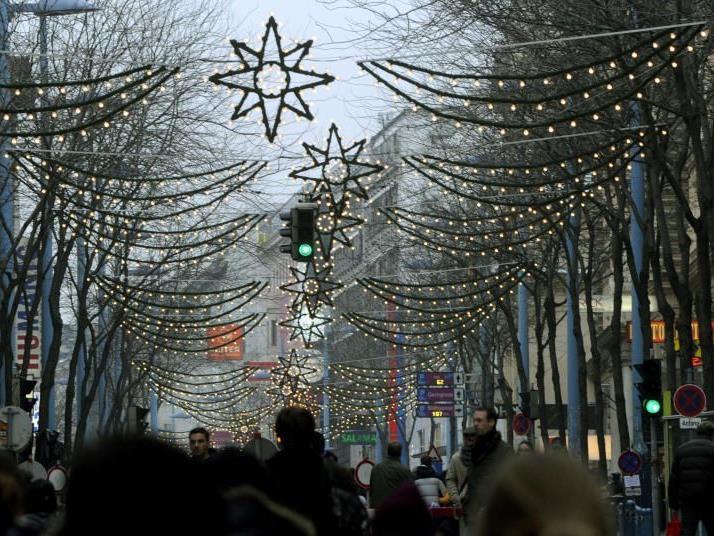 Mariahilfer Straße im Weihnachtslook.