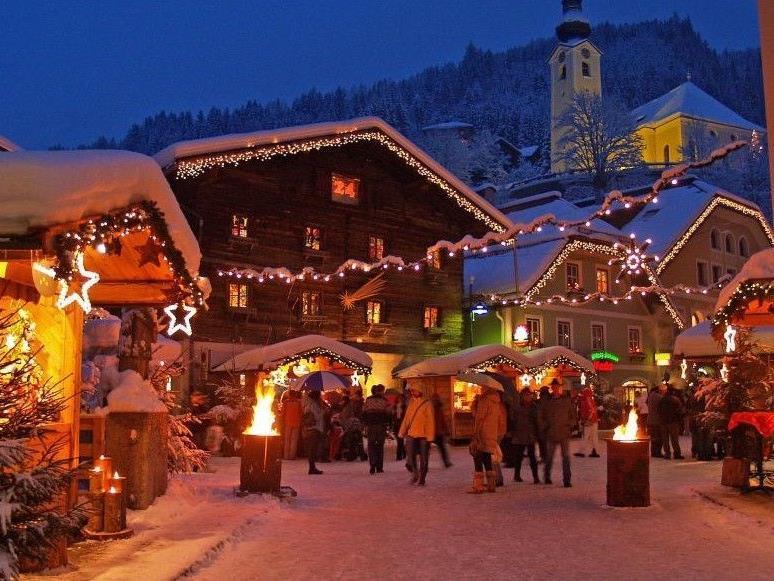 Wir in Österreich kennen die Perchten, aber was macht der Rest der Welt zu Weihnachten?