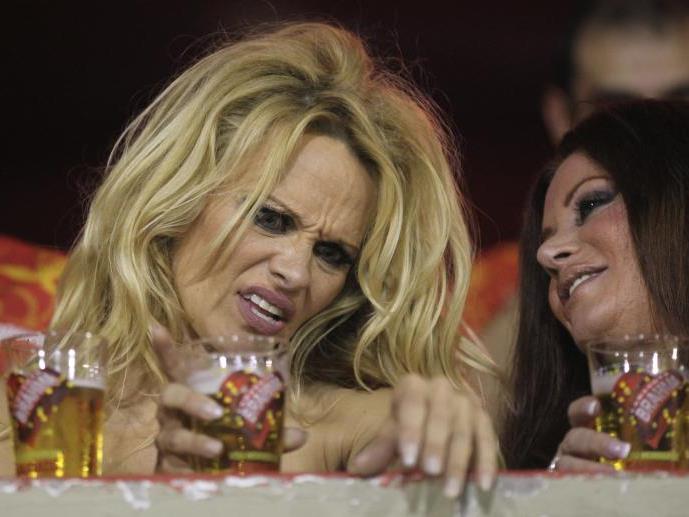 Pamela Anderson liebt es wild zu feiern.