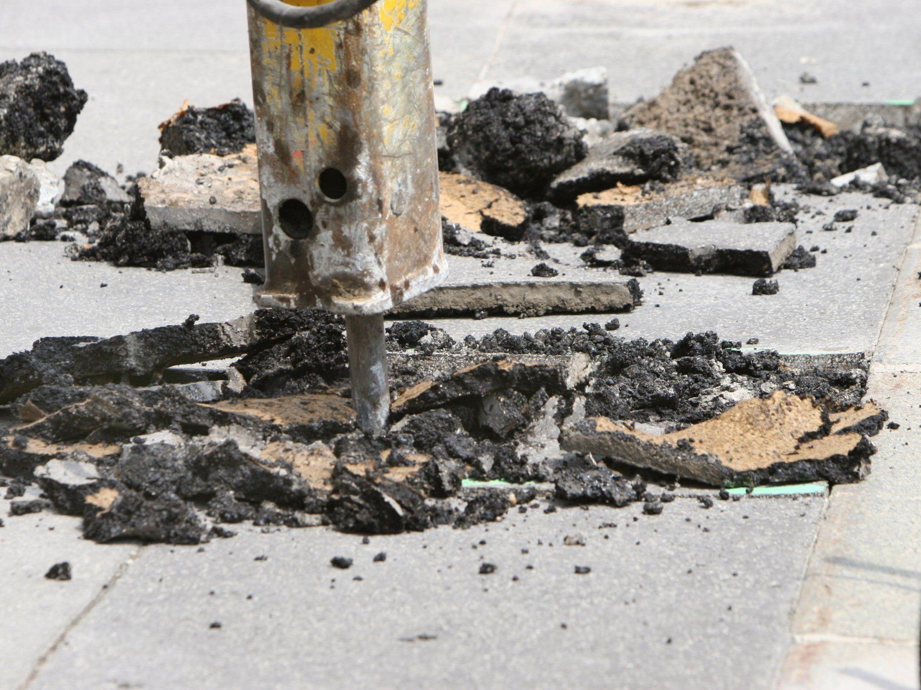 Ein Mann musste in Penzing nach einem Arbeitsunfall per Drehleiter geborgen werden.