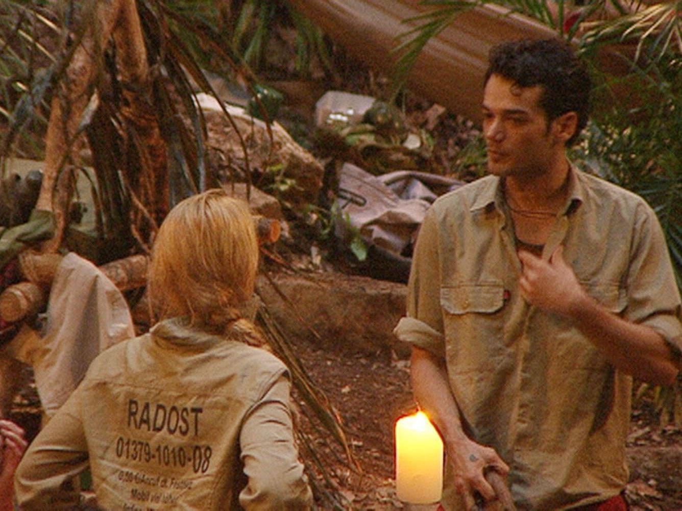 Tag 8 im Dschungelcamp - Daniel Lopes wirft Radost Bokel (Mi.) und Brigitte Nielsen vor egoistisch in Punkto Essen zu sein.
