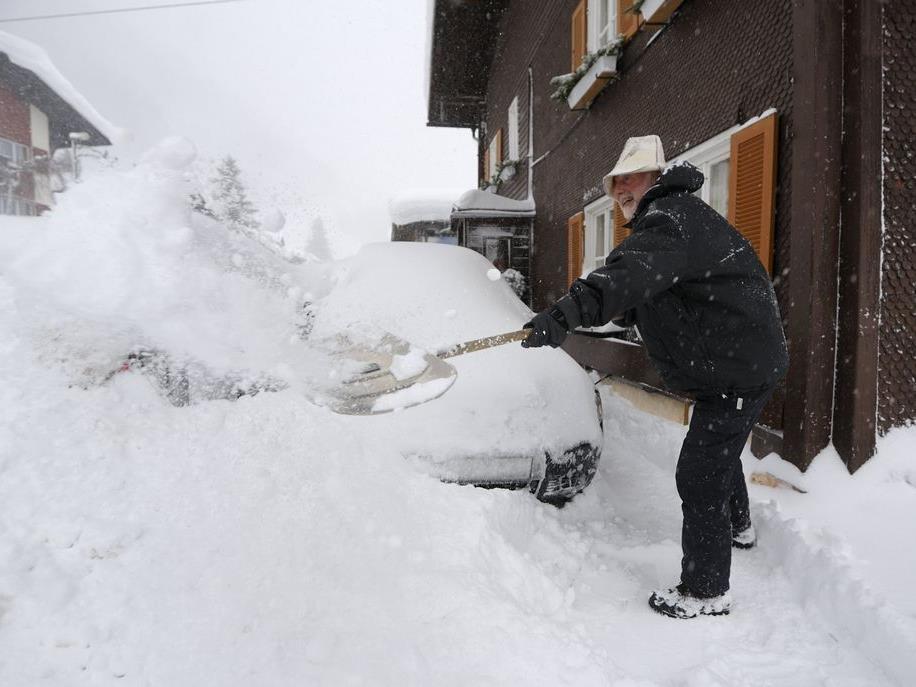 Schneemassen in Westösterreich lassen jede Winterromantik vergessen
