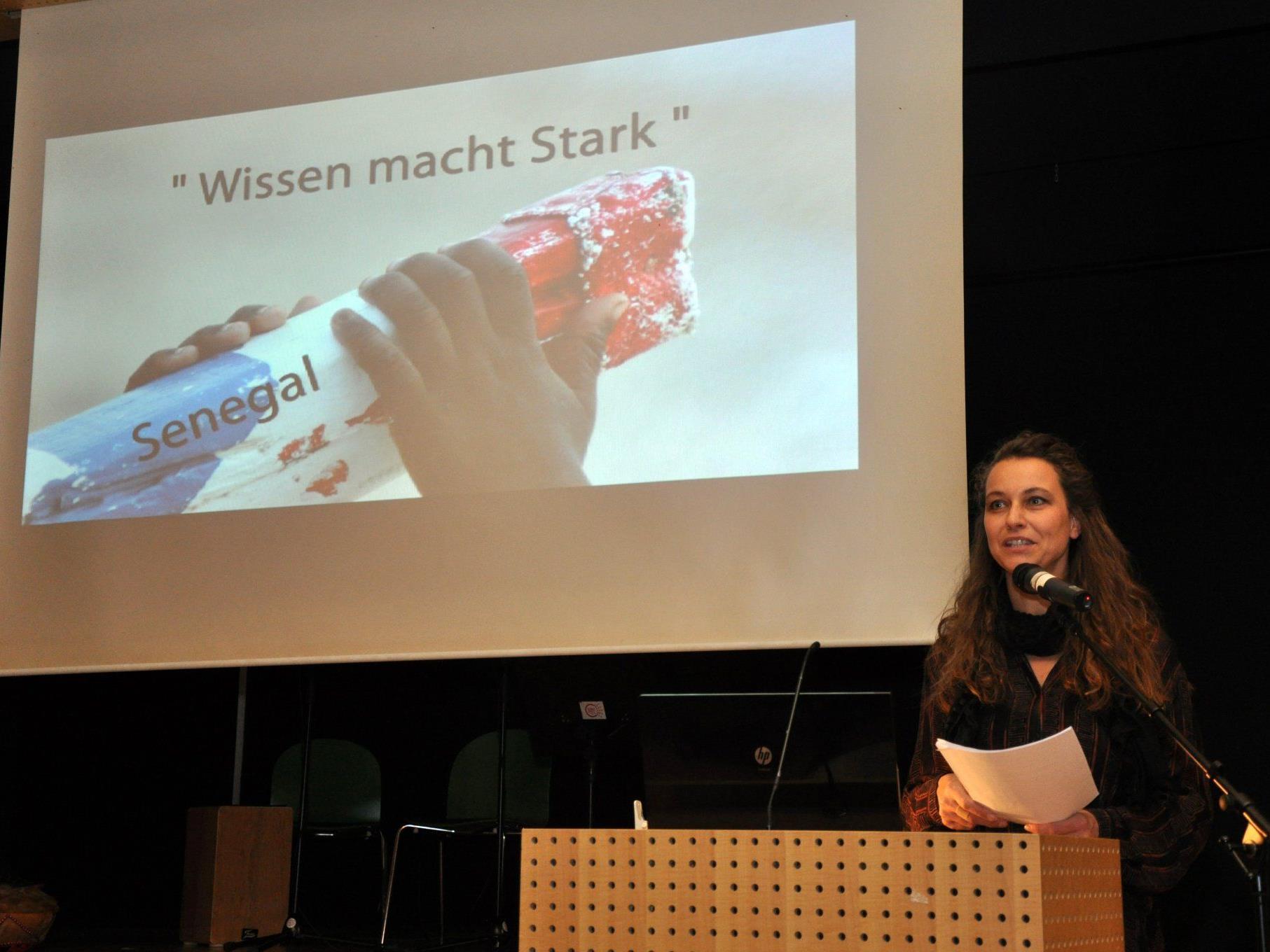 """Natalie Moosmann hatte zum Vortrag über Senegal und """"Wissen macht stark"""" ins LZH eingeladen."""