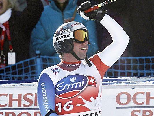 Der Schweizer Beat Feux bejubelt den größten Erfolg seiner bisherigen Karriere. Den Sieg in der Lauberhorn-Abfahrt.