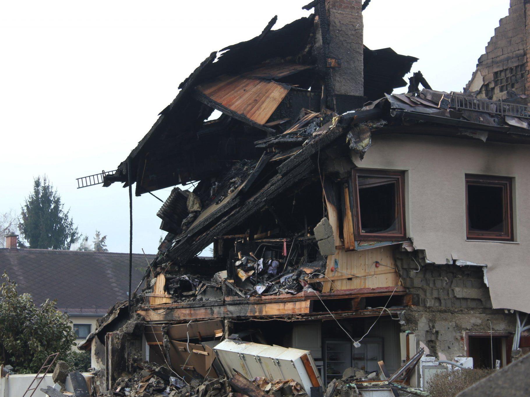 Eine abbruchreife Ruine blieb nach der Gasexplosion am Samstag, 31. Dezember, zurück.