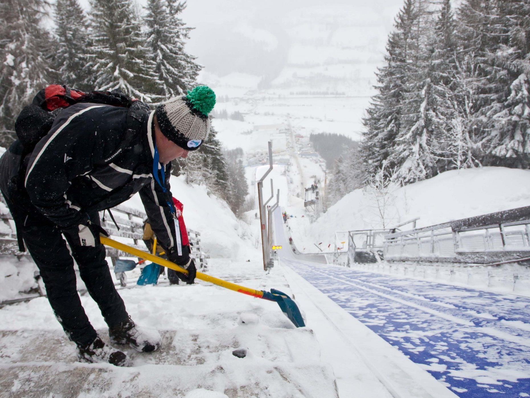 Das Training und die Qualifikation für das Skifliegen am Kulm mussten am Freitag wegen Wind abgesagt werden.