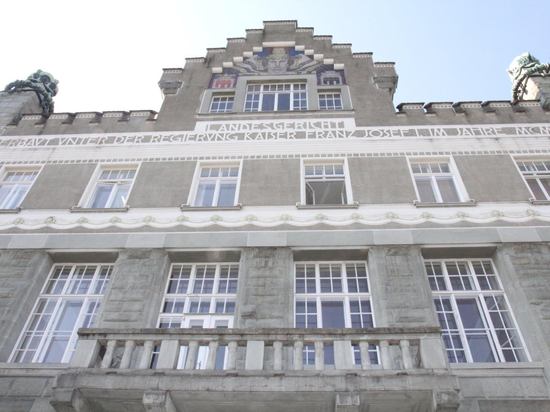 Feldkirch: Eine teilbedingte Haftstrafe von vier Jahren fasste heute ein 30-jähriger Grieche aus.