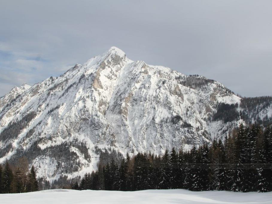 Bei dem Lawinenabgang in Strobl wurde ein Skitourengeher schwer verletzt. Eine weitere Schwerverletzte gab es, als kurze Zeit später in Obertauern ein Schneebrett losging.