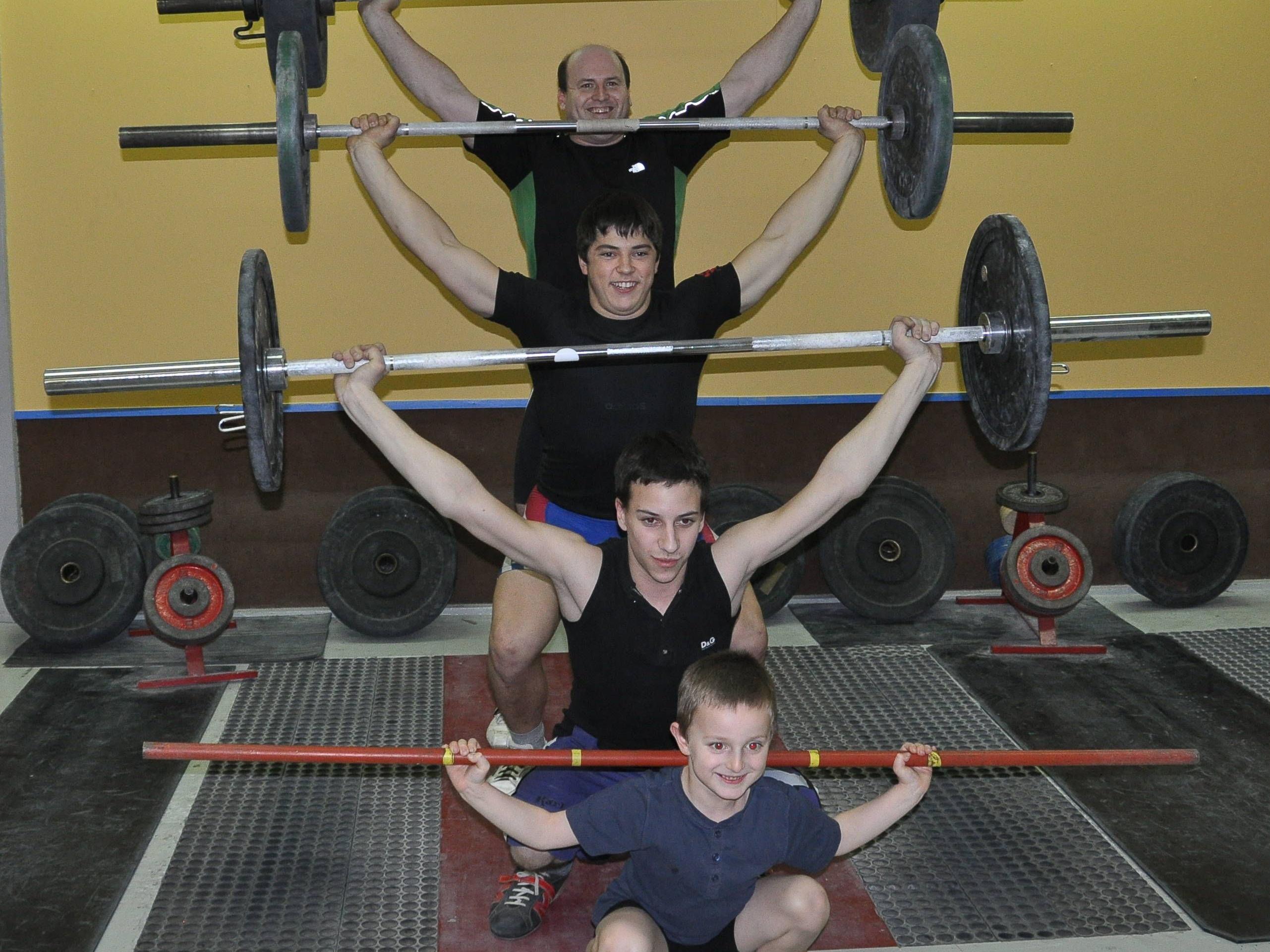 Reißübung von Tobias (6), Julio (18), Lucas (22) und Rudolf (40)