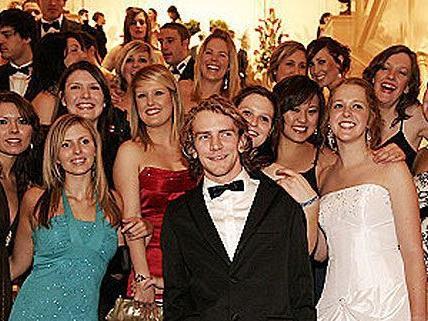 Der WU-Ball zieht jedes Jahr ein riesiges, ausgelassenes Publikum an, das zu feiern weiß