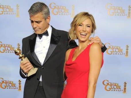 Golden Globe-Gewinner Clooney mit Stacy Keibler auf dem roten Teppich