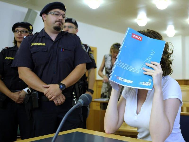 Kind weg wegen 'Gefahr im Verzug' - der Anwalt sieht das anders.