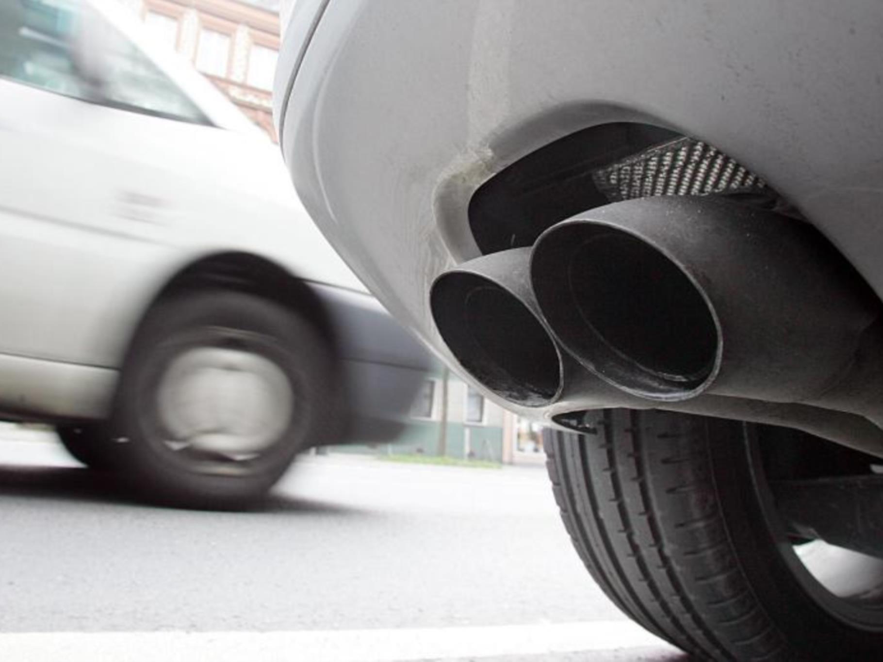 Vor allem ältere Fahrzeuge und die lange Trockenheit sind für viel Feinstaub in der Luft verantwortlich
