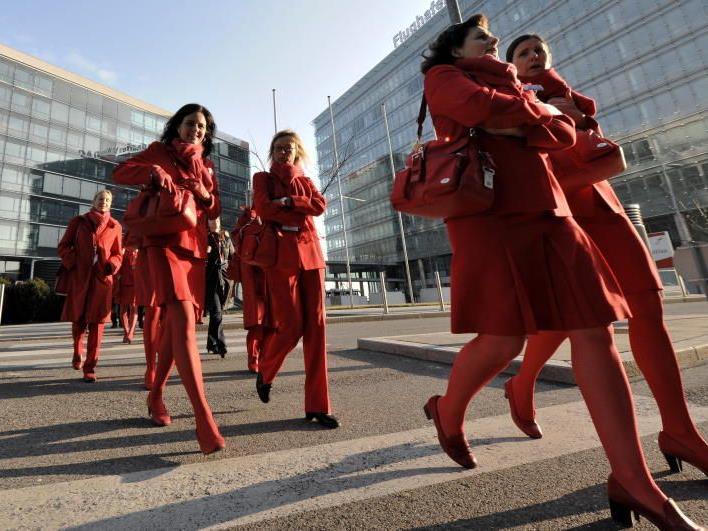 Die AUA-Belegschaft auf dem Weg von der Betreibsversammlung am 26. Jänner