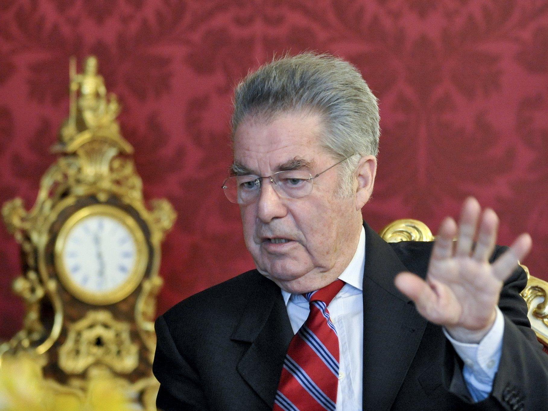 Das Maß ist voll: Bundespräsident Heinz Fischer verweigert Strache vorläufig das Ehrenzeichen.
