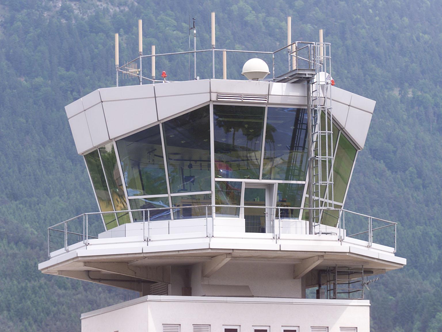 Die Regionalfuglinie mit Sitz in Innsbruck muss vorerst auf dem Boden bleiben.