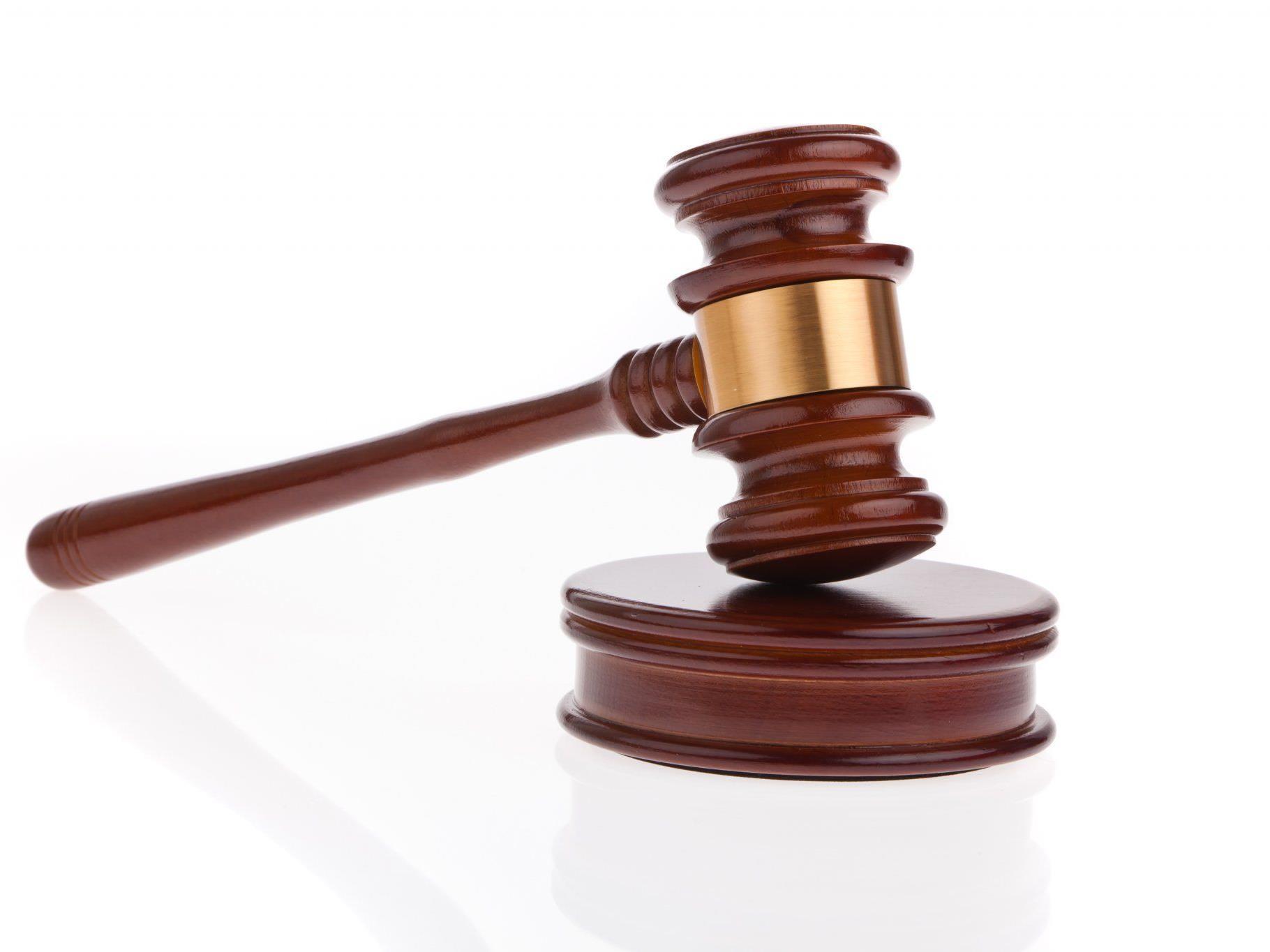 Den Hammer des Gesetzes sollen die Räuber in ihrem Heimatländern spüren