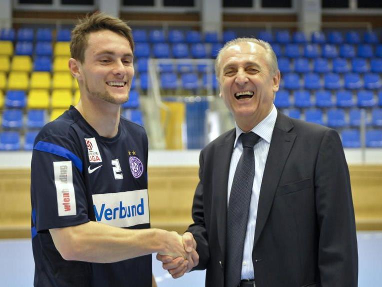 James Holland (l.) und Austria-Sportvorstand Thomas Parits.