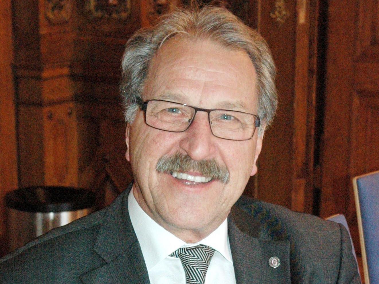 Erwin Mohr referiert über neue Anforderungen bei der Wohlstandsmessung.