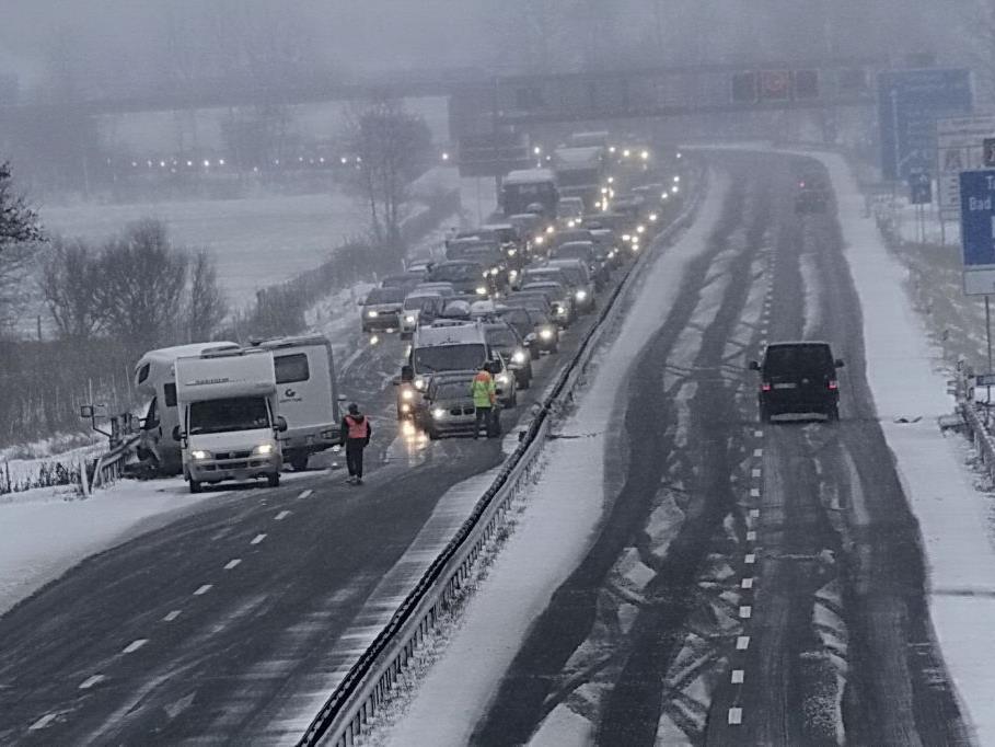 Verletzt wurde bei dem Unfall auf der A8 niemand.