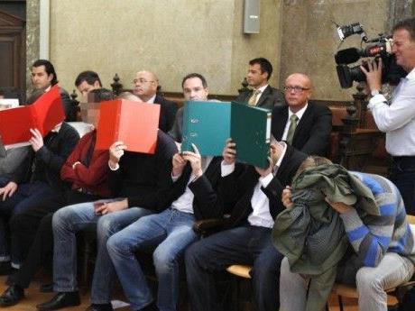 Am Donnerstag wurden drei weitere Rapid-Fans zu Gefängnisstrafen verurteilt.