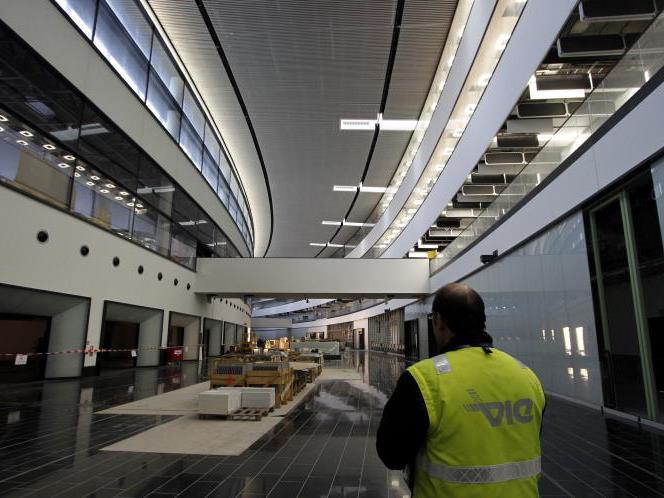 Zu 95 Prozent fertig ist das Skylink-Terminal am Flughafen Schwechat. Jetzt will ein Saboteur die Eröffnung verhindern.