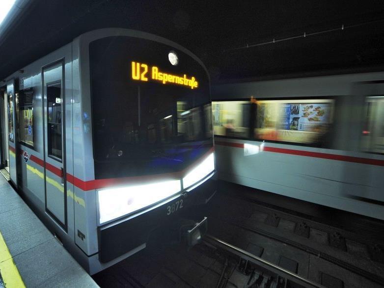 Die U-Bahnlinie U4 ist zwischen den Stationen Karlsplatz und Hütteldorf unterbrochen.