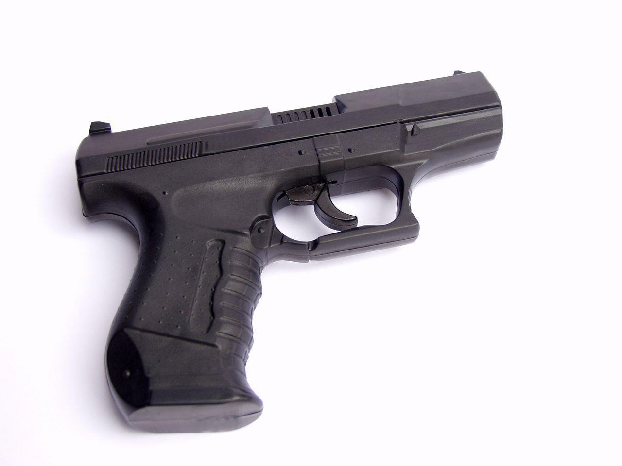 Eine Pistole zogen die minderjährigen Räuber