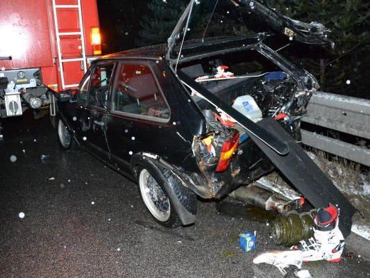 Richtig aufgeschlitzt wurde dieser Wagen beim Unfall bei Neunkirchen