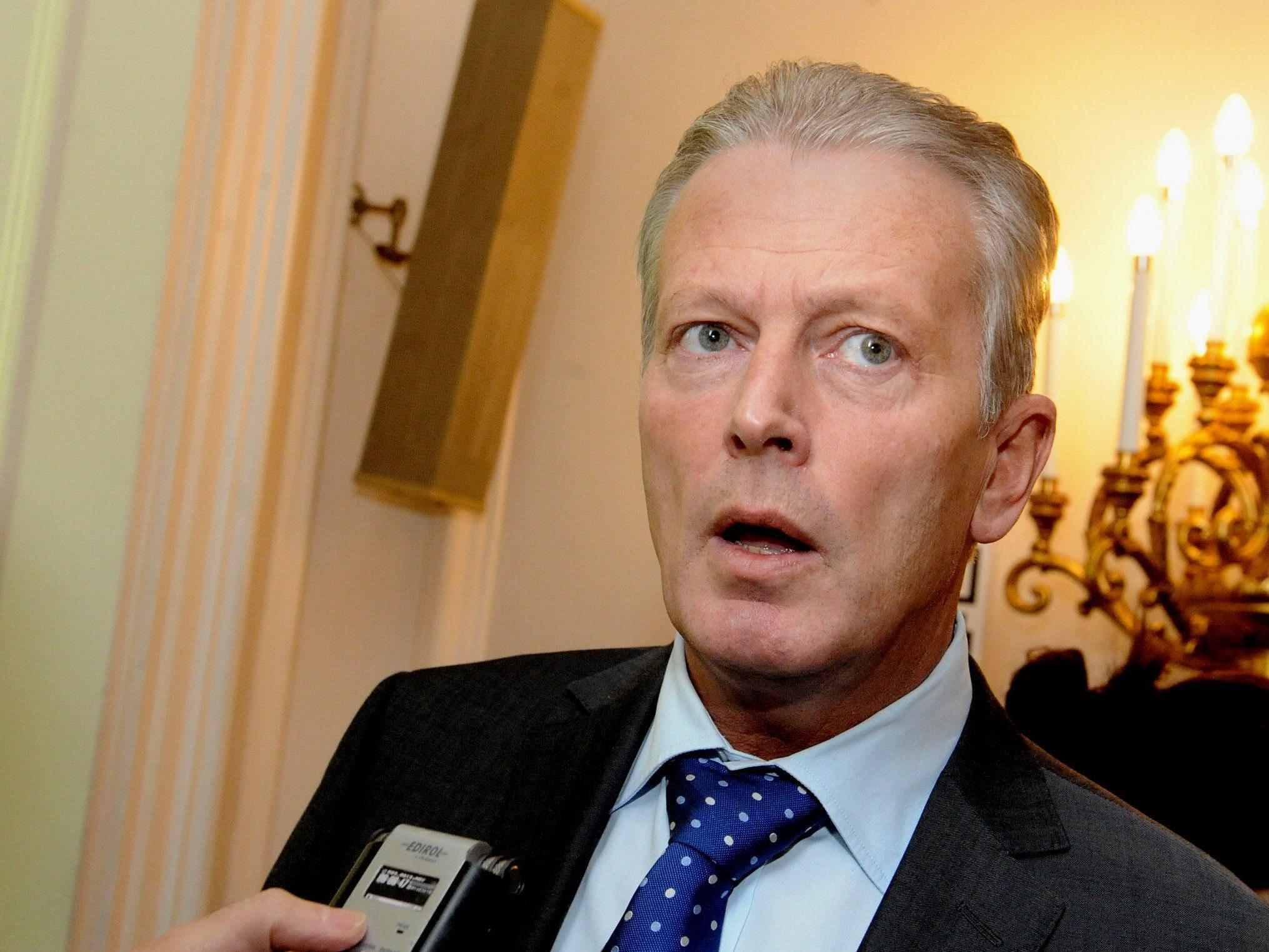 Wirtschaftsminister Reinhold Mitterlehner: Es bleibt bei Unterschrift.