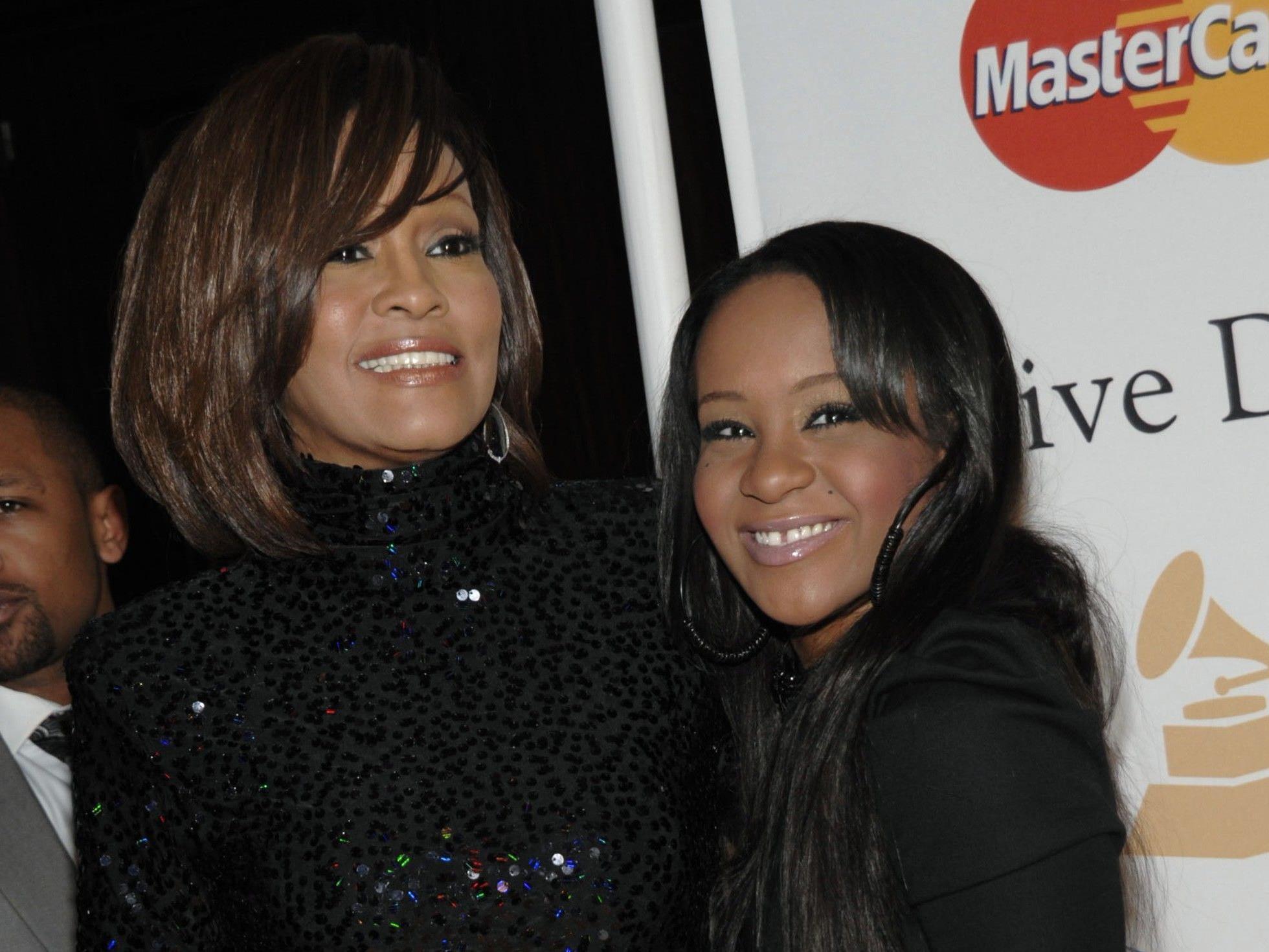 Ein Bild aus vergangenen glücklichen Tagen: Bobbi Kristina mit ihrer Mutter Whitney Houston.