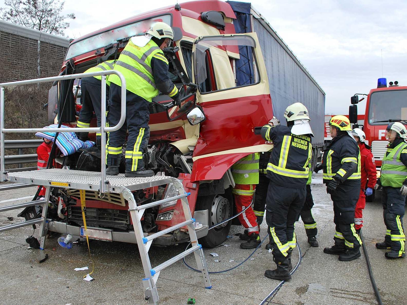Zu einer Menschenrettung musste die Feuerwehr bei Wiener Neustadt ausrücken