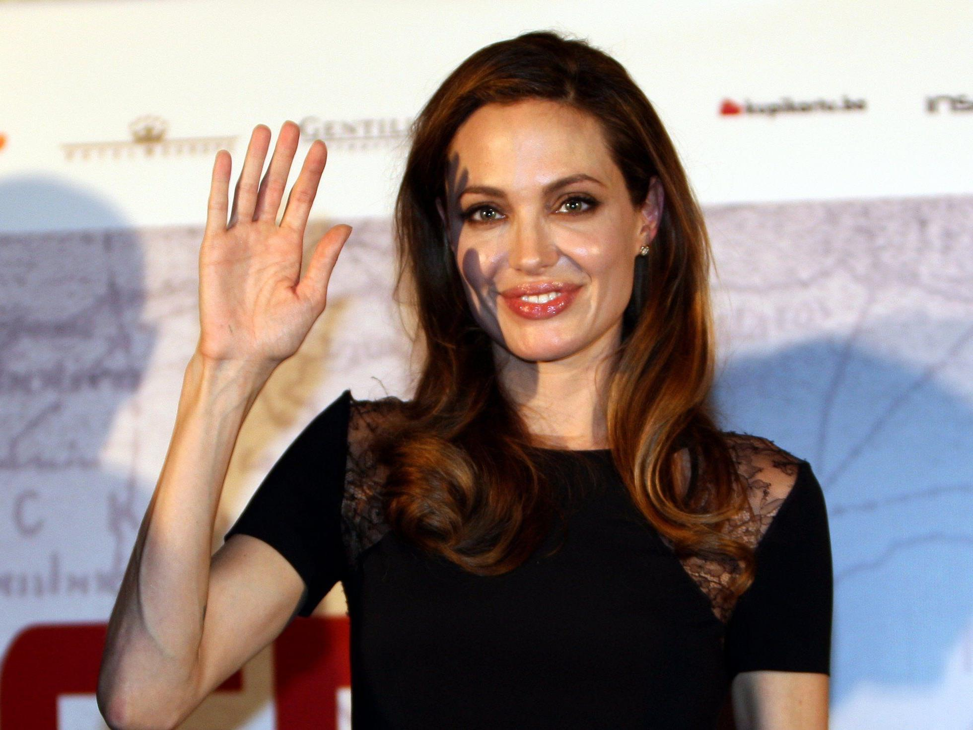 Hollywoodschönheit Jolie schlüpft ihren Kindern zuliebe in die Rolle einer Disney-Hexe.