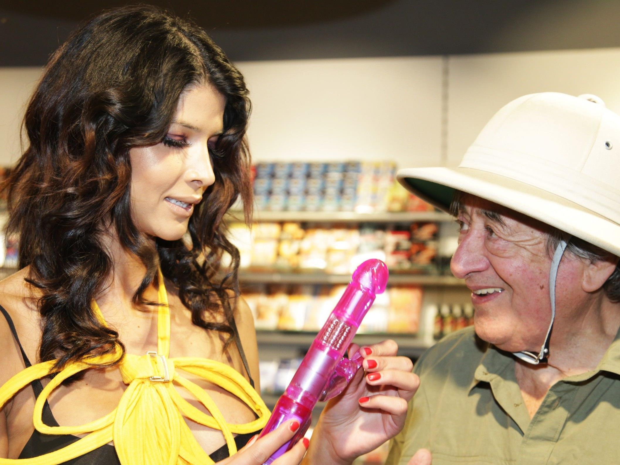 Micaela Schäfer war zu Gast im Erotik-Shop in der Wiener Lugner City.