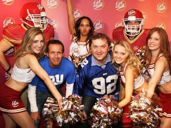 2500 Football-Fans feierten auf der Super Bowl Party im Hotel Marriott.