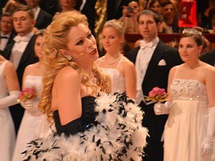 Staatsopernsängerin Daniela Fally bezauberte die Gäste beim Kaffeesiederball