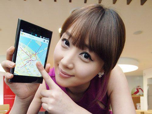 Halb Tablet, halb Smartphone: LG präsentierte sein Tabletphone Optimus Vu.
