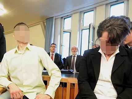 Die Witwe des Opfers und ihr Cousin sitzen beim Lagerhallen-Mord-Prozess auf der Anklagebank