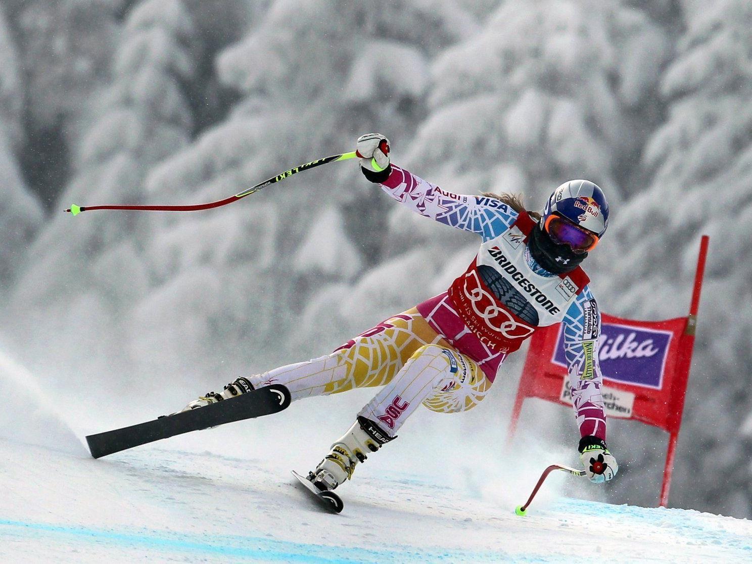 Lindsey Vonn raste bei eisiger Kälte zu ihrem 50. Weltcupsieg.