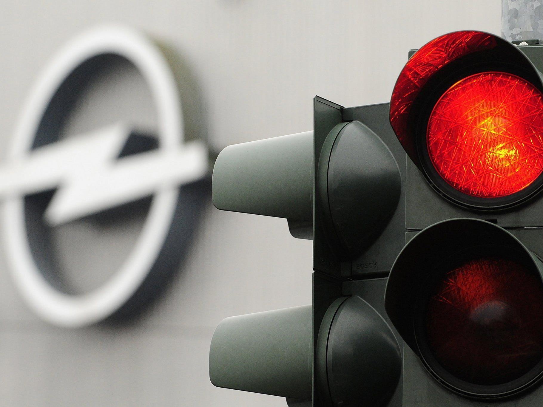 Opel schreibt rot an.